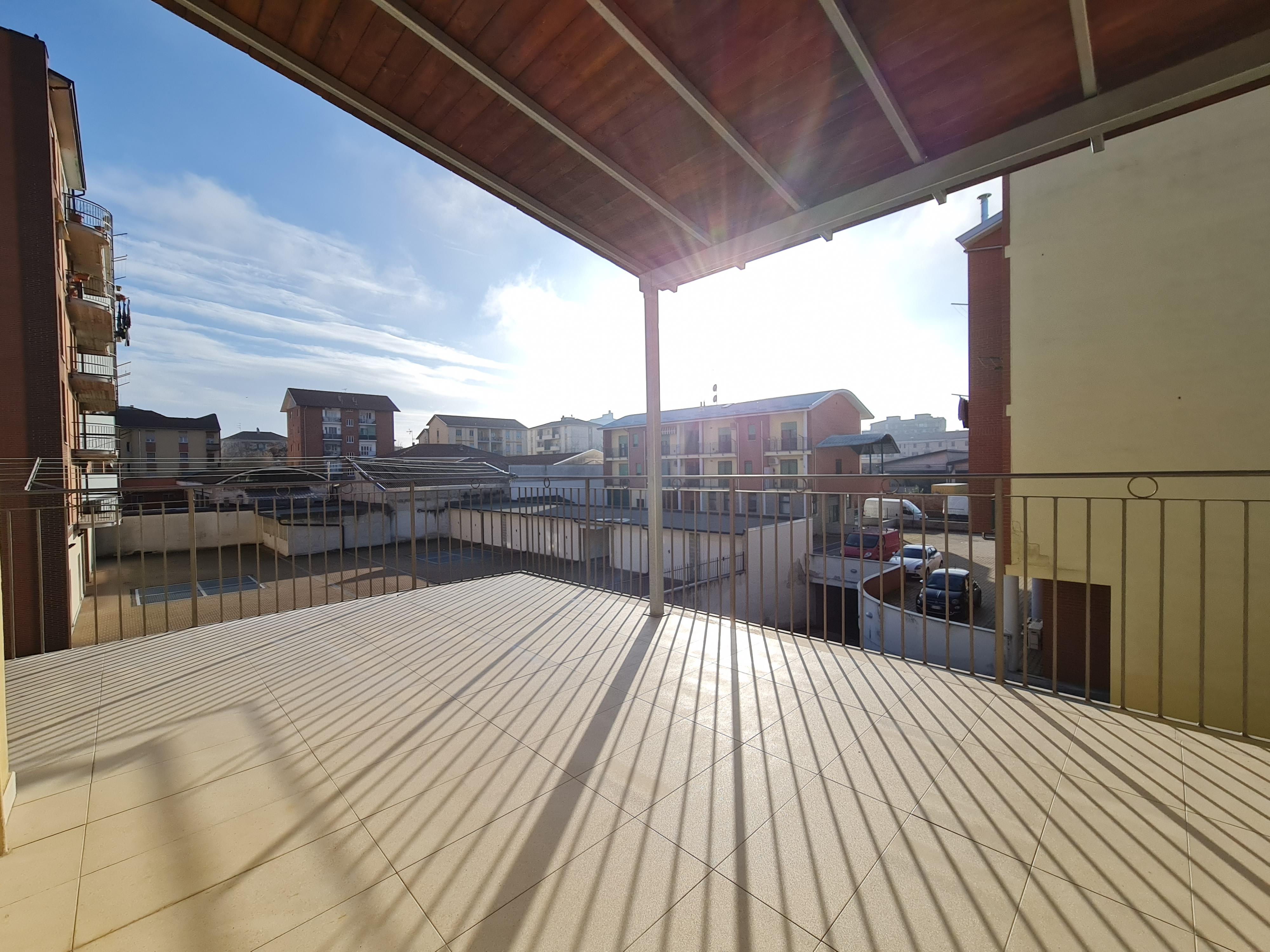 Appartamento in piccola palazzina ristrutturata con terrazzo